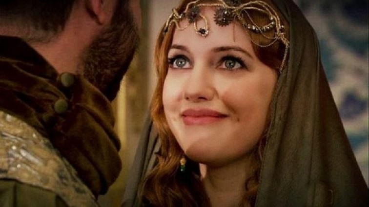 «Это просто ужас»: Звезда сериала «Великолепный век» напугала поклонников внешним видом. Только посмотрите, что она с собой сделала