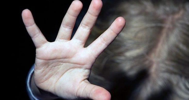 «Заставлял позировать обнаженной»: В Бурятии отец многократно надругался над дочерью