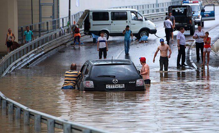 «Лег на дорогу и поплыл»: Сочи уходит под воду перед футболом