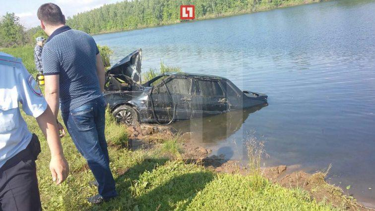 Целая семья утонула во сне, съехав на автомобиле в озеро
