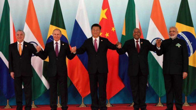 «Чтобы поймать сигнал, надо стоять с вытянутой рукой»: казусы, которые случились на саммите БРИКС
