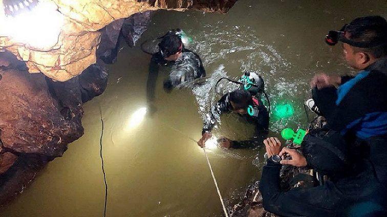 Сообщили о первой смерти во время спасения детей из пещеры в Таиланде