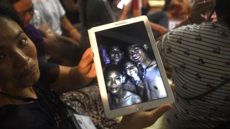Операцию по спасению детей из пещеры в Таиланде приостановили