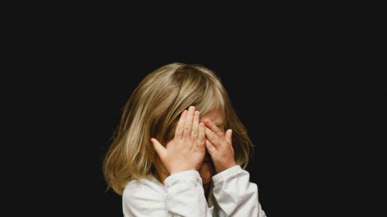 «Избил до смерти двухлетнюю дочь»: Мужчина жестоко издевался над маленьким ребенком