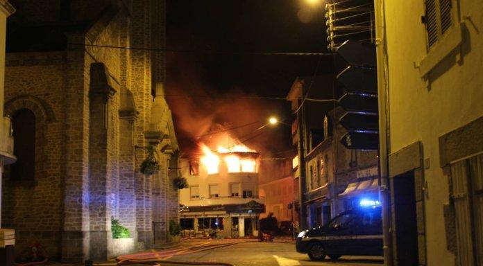 Из-за взрыва газа в магазине во Франции пострадали 10 человек