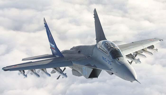 Катапультировался, но не выжил: в Польше в результате падения истребителя погиб пилот