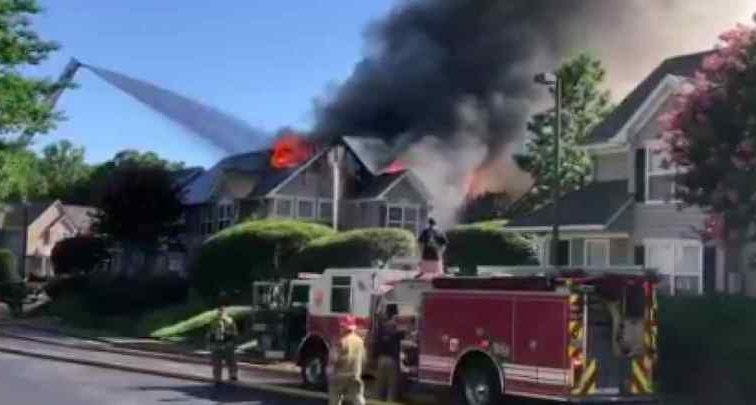 Крушение вертолета в США. Геликоптер упал на частный дом.