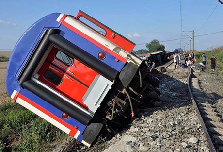 Железнодорожная катастрофа в Турции: сошел с рельсов поезд с 350 пассажирами, есть погибшие