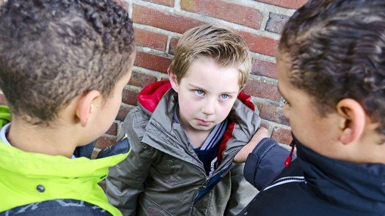 Пятиклассники изнасиловали 7-летнего мальчишку когда тот возвращался домой