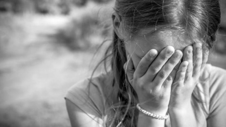 В Алматинской области возле мечети похитили маленькую девочку