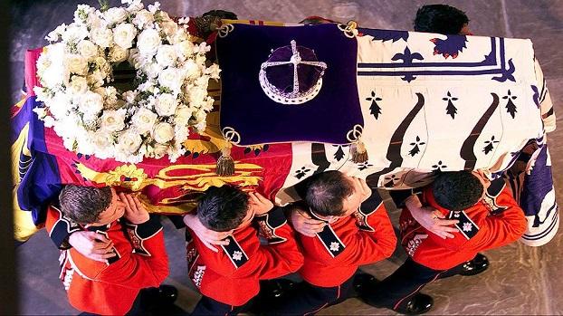 Смерть королевы Елизаветы II: в Британии провели репетицию похорон