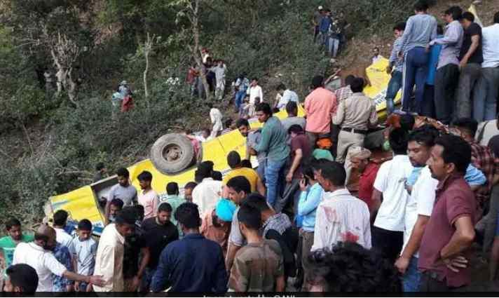 «Рухнул в пропасть»: В Индии произошло трагическое ДТП. Есть жертвы