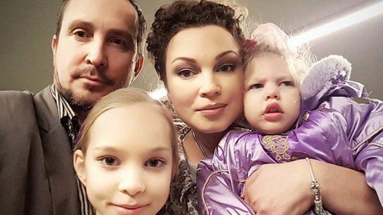 Певец Данко бросил жену с ребенком-инвалидом ради молодой возлюбленной
