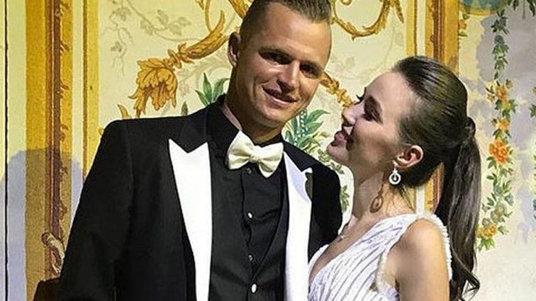 Дмитрий Тарасов и Анастасия Костенко порадовали поклонников снимком новорожденной дочери