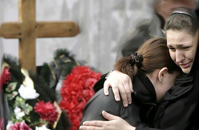 Беглых преступников нашли на их собственных похоронах