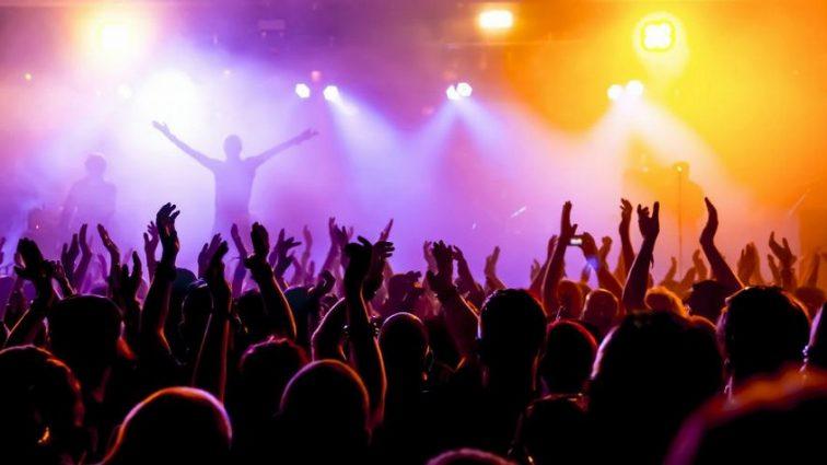 Знаменитого певца арестовали на его же концерте