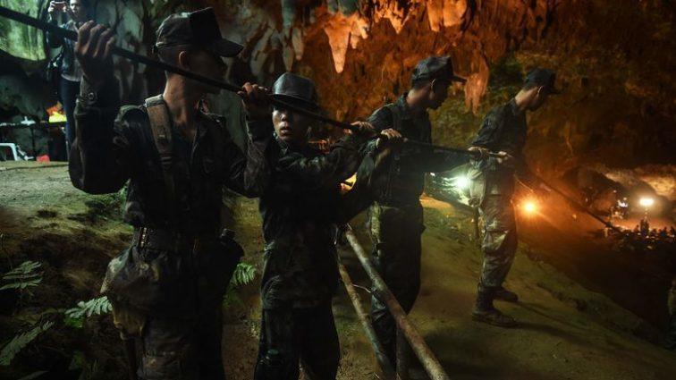 Время на исходе: Началось спасение детей из пещеры в Таиланде