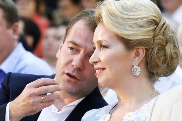 Жена Медведева взорвала Сеть своим поведением на матче Россия-Испания