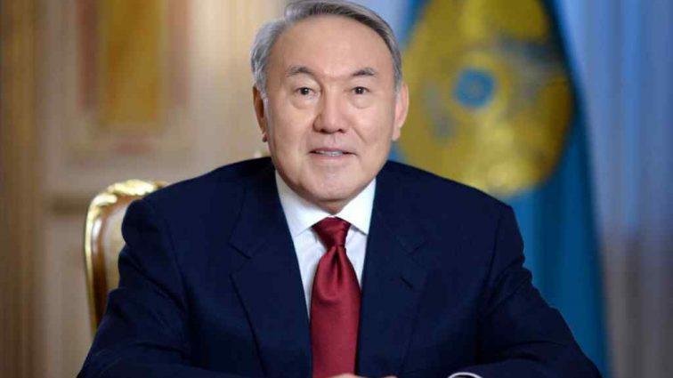 «Вступил в силу закон»: Назарбаев официально получил пожизненную должность