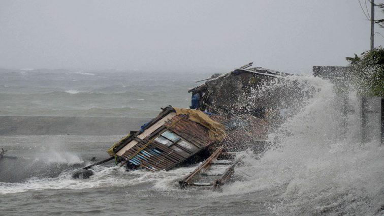 Смертельный тайфун: В Китае и Японии объявлена массовая эвакуация