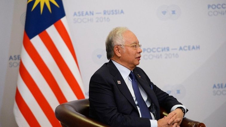 Международный скандал: экс-премьера Малайзии задержала полиция