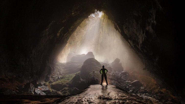 «Портал в новый мир»: фото самой большой пещеры в мире