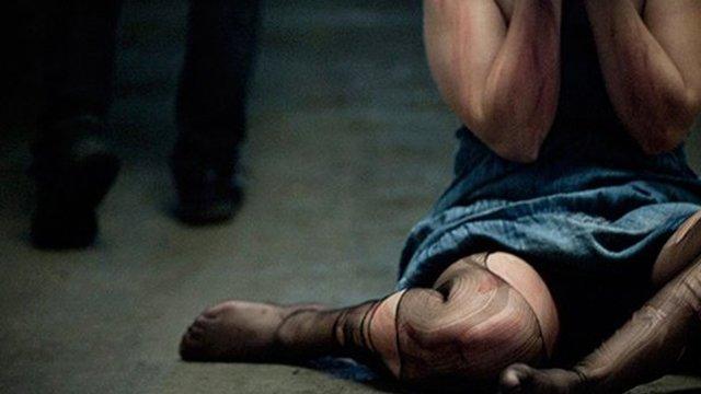 «Я очень боялась умереть»: актриса рассказала, как ее изнасиловал культовый режиссер