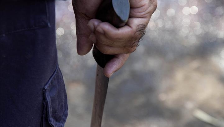 «Обезумел от ревности»: Мужчина всадил нож в живот беременной супруги