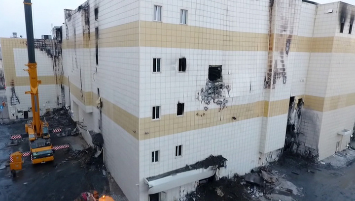 В Кемерово начался демонтаж сгоревшего ТЦ «Зимняя вишня»