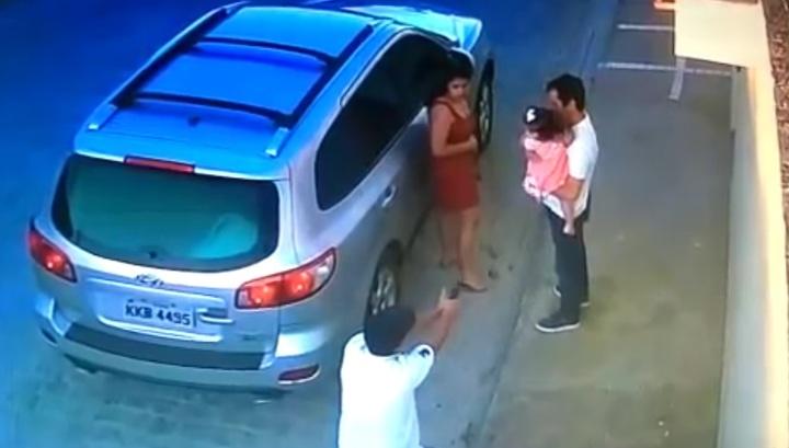 На глазах у дочери: В Сети показали кадры убийства адвоката в Бразилии