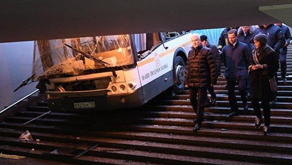 «Резко добавил скорость»: в Подмосковье автобус сбил людей на пешеходном переходе