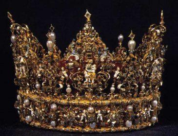 «Разбили витрину и достали»: похитили корону шведского короля