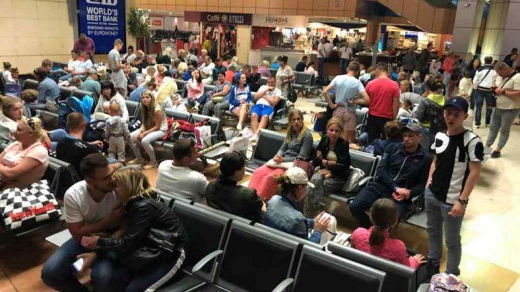 Из‐заполомки авиалайнера российские туристы застряли в Болгарии