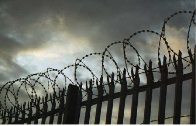 Британец так много запрещал своей девушке, что попал в тюрьму