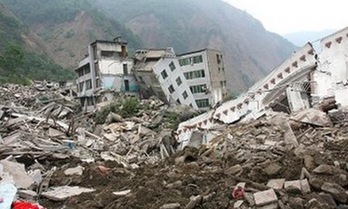 Как пострадавших от землетрясения «поздравляли» шариками и конфетти