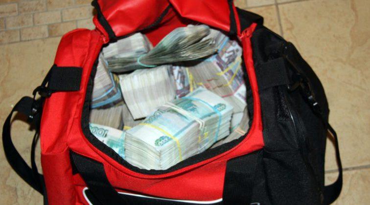 В Чите пенсионер забыл в троллейбусе сумку с миллионом рублей
