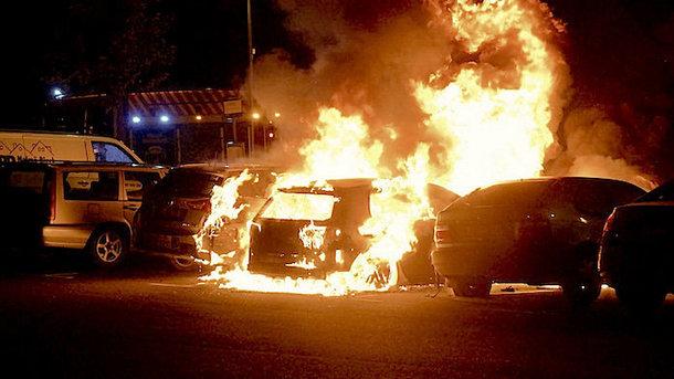 Вандализм в Швеции: за одну ночь сожгли 88 машин