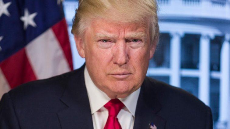 «Отвратительно выполняет свою работу»: Трамп призвал уволить президента CNN