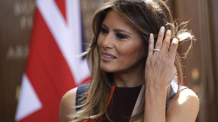 «Она в этот раз явно переборщила!»: Новый выход жены Трампа громко обсуждают в Сети