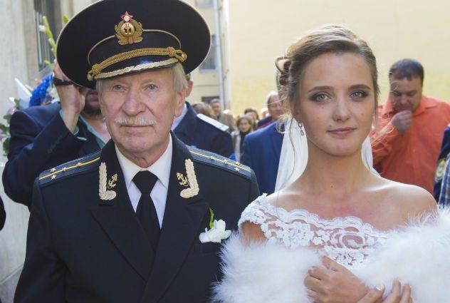 «А вот если бы был ребенок»: 87-летней Краско готовится к разводу с молодой женой