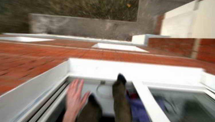 В Петербурге пьяный мужчина выбросил спутницу из окна: узнайте подробности ссоры