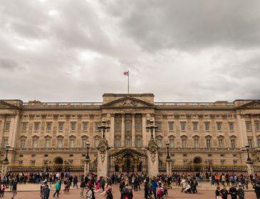 Внучка Елизаветы II показала запрещенное фото
