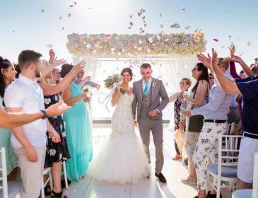 Невеста так активно отплясывала на свадьбе, что не заметила, как сломала себе ноги