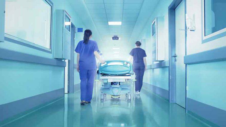 «Доработалась»: ведущую Первого канала увезли в больницу со съемок