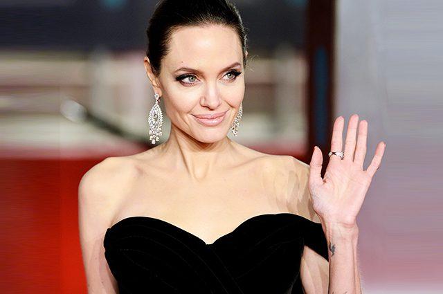 Обессиленная Джоли в психиатрической клинике