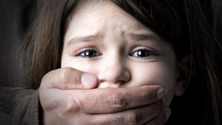 Отчим более пяти лет насиловал 9-летнюю девочку: узнайте вопиющие подробности