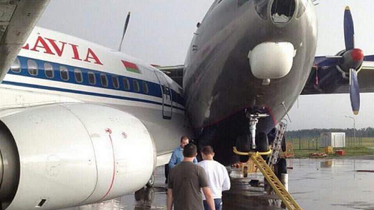 В турецком аэропорту столкнулись два пассажирских самолета