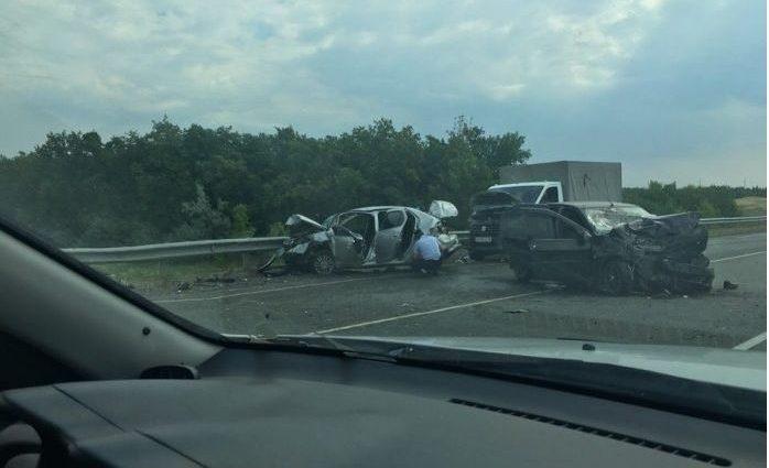 Массовое ДТП под Саратовом: один человек погиб, пострадали дети