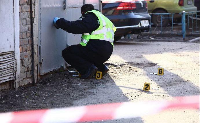 В подмосковной Лобне мужчина устроил стрельбу из окна дома, пострадал ребенок