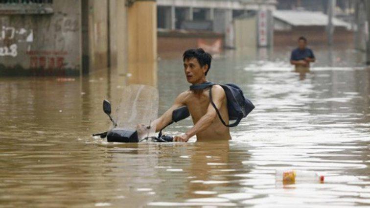 Наводнение в Китае: более 14 тысяч человек эвакуированы, есть погибшие